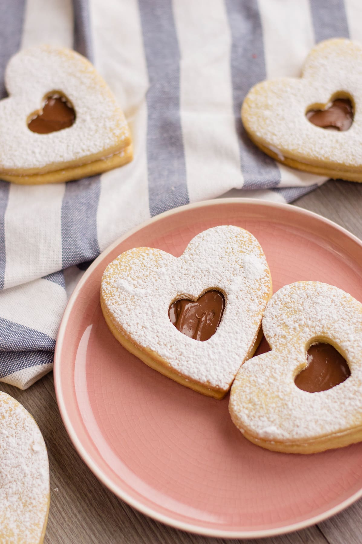 heart shaped cookies filled with nutella